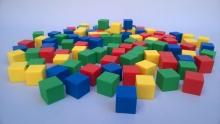 Cubos en plástico x 100 (2 cm)