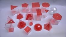 Cuerpos geométricos transparentes con tapa roja x 17